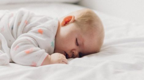 tips for getting kids to sleep while traveling